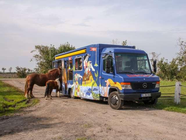 Bogbussen kommer